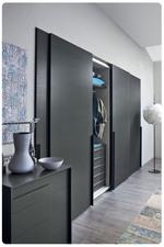сигурни черни гардероби по индивидуален проект