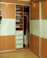 обзавеждане с поръчкови мебели за гардеробни за ваканционни жилища