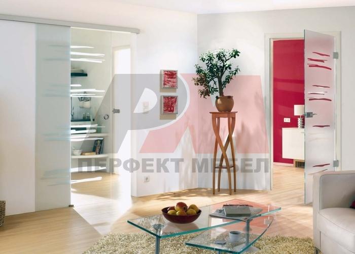 модернистични  стъклени плъзгащи врати