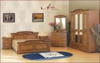 Класическа масивна спалня