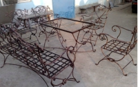 Маси и столове от ковано желязо за заведения