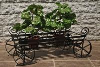 Поставка за саксии за градина