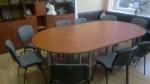 овална заседателна маса