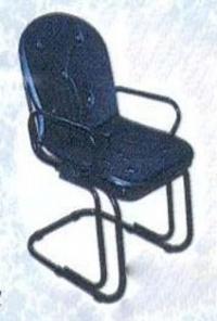 Тапициран тръбен стол с подлакетници