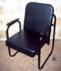 Нисък тапициран тръбен стол