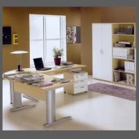Ъглово офис бюро с метални крака