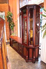 изработка на дървени шкафове и витрини